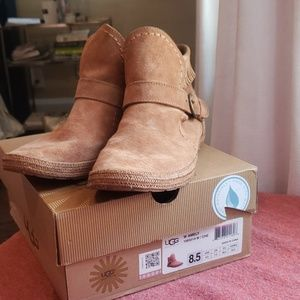 UGG Amely boots in 8.5